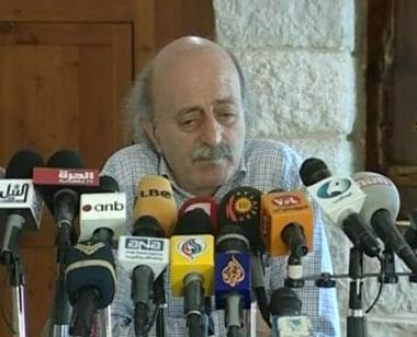 لبنان.. جنبلاط يتهم وحزب الله يندد