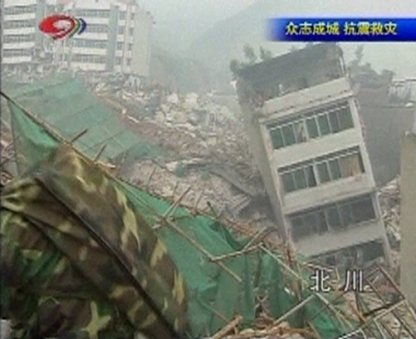 الرئيس الصيني يتفقد آثار الدمار والقتلى 50 ألفا