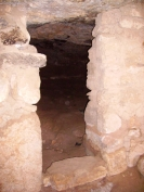 داخل الكهف حيث أجريت حفريات