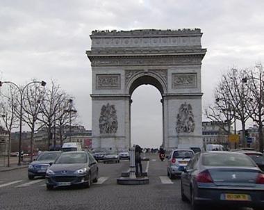 فرنسا تدعو الرئيس السوري لحضور احتفالاتها بالعيد الوطني