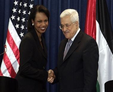 عباس يؤكد استمرار المفاوضات ويحذر من عواقب الاستيطان