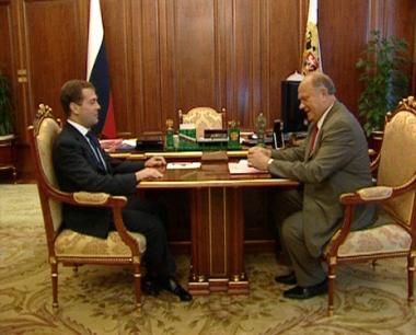 دميتري مدفيديف يستقبل غينادي زيوغانوف
