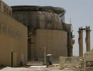 بوتين ونجاد يؤكدان أهمية انجاز محطة بوشهر في حينه