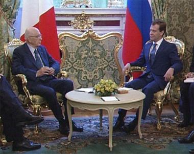 مدفيديف: الوقود والطاقة الأهم في العلاقات بين روسيا وإيطاليا