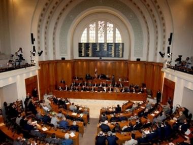النواب اللبناني يمنح ثقته لحكومة السنيورة