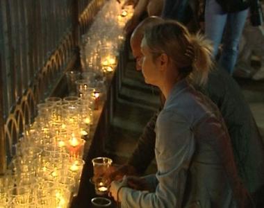 الأوسيتيون يودعون ضحاياهم والروس يضيئون الشموع