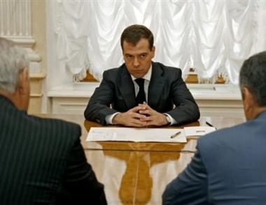 مدفيديف: روسيا تدعم أي قرار لشعبي أبخازيا وأوسيتيا الجنوبية بخصوص وضعهما القانوني