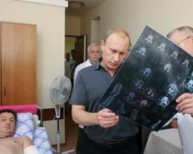 بوتين يزور طيارين عسكريين في المستشفى