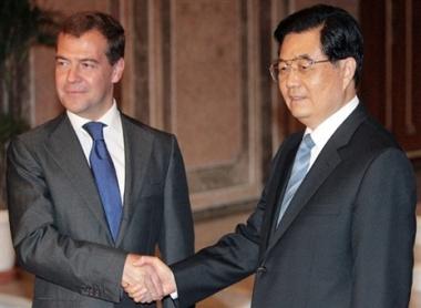 مدفيديف يطلع الزعيم الصيني عن الوضع حول أوسيتيا الجنوبية وأبخازيا