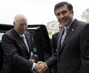 تشيني يعد جورجيا بعضوية الناتو