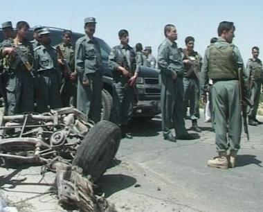 مقتل 8 من أفراد الشرطة وإصابة آخرين في تفجيرين انتحاريين في أفغانستان