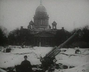 صفارات الإنذار تذكّر سكان سانت بطرسبورغ بالحصار النازي للمدينة