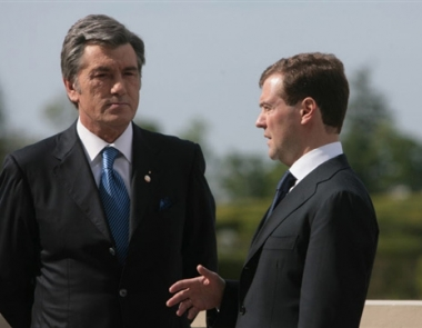 يوشينكو يدعو مدفيديف لزيارة أوكرانيا