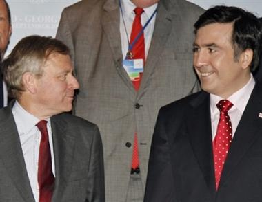 الناتو وتبليسي يوقعان وثائق تأسيس مجلس الناتو- جورجيا