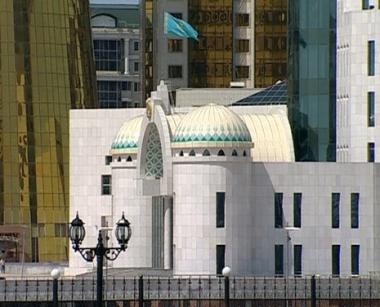 مدفيديف يناقش مع نظيره الكازاخستاني تطوير التعاون المصرفي بين البلدين