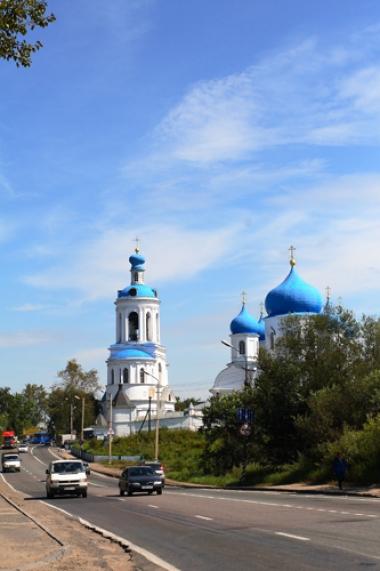 مشارف دير القديس بوغليوبكسي ، وظهرت في هذا الموضع العذراء للاميرالذي اقام كنيسة حجرية وقصرا صغيرا تكريما لها