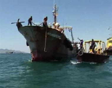 وفاة البحار الروسي في السفينة التي استولى عليها القراصنة
