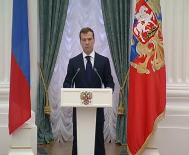 مدفيديف: روسيا ستدافع عن مصالحها القومية بشتى الوسائل