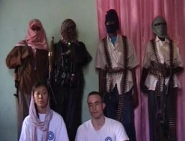 شريط لرهينتين أجنبيتين تحت قبضة متمردي الصومال