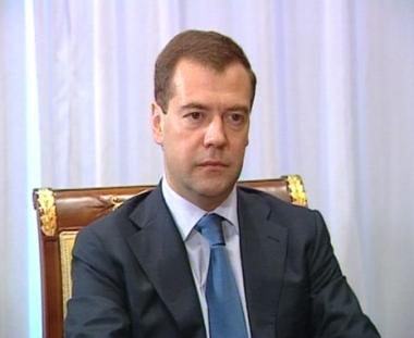 مدفيديف: روسيا مهتمة بإستقرار أسعار النفط