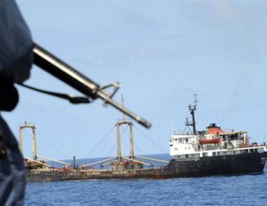 لافروف يأمل في نجاح الجهود الرامية إلى تحرير طاقم السفينة