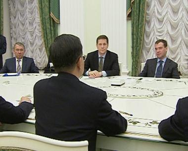 مدفيديف: التعاون مع بكين مهم لمواجهة الأزمة المالية العالمية