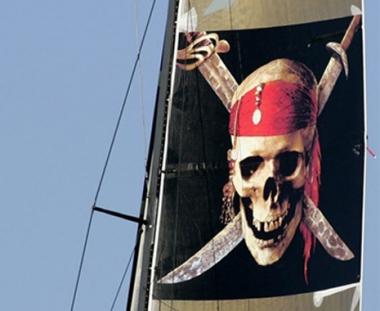 القراصنة الصوماليون يخطفون سفينة تركية في إنتظار فدية عن سفينة أوكرانية