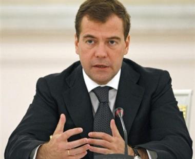 مدفيديف يؤكد على أهمية صلات روسيا مع ابناء الوطن في الخارج