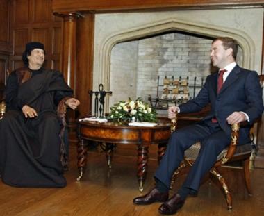 التعاون العسكري والاقتصادي على جدول أعمال مباحثات القذافي في موسكو