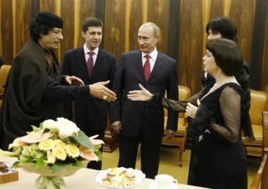 بوتين والقذافي يحضران حفلة غنائية للمطربة الفرنسية الشهيرة ميريه ماتيو