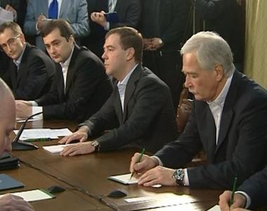 مدفيديف لا يستبعد اصدار قوانين جديدة بهدف استقرار الوضع المالي في روسيا