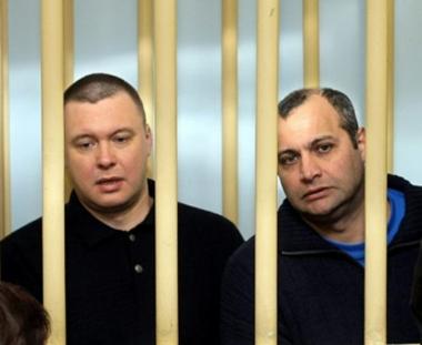 3 متهمين بالتورط في اغتيال صحفية روسية معروفة يمثلون أمام محكمة موسكو