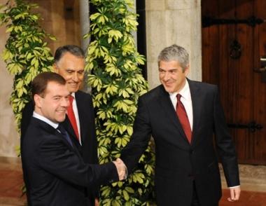 مدفيديف يناقش مع القيادة البرتغالية تطوير العلاقات الإقتصادية بين البلدين
