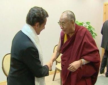 رغم معارضة الصين.. ساركوزي يلتقي الدلاي لاما