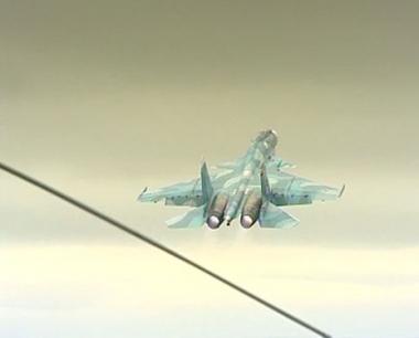 مقاتلات سوخوي الروسية تقوم بتدريبات فوق مياه المتوسط