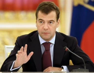 مدفيديف يوقع القانون الخاص بادخال التعديلات على الدستور الروسي الذي اقره مجلسا البرلمان الروسي