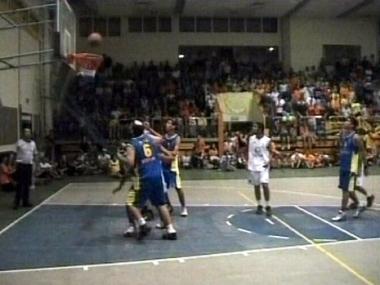 إيقاف مباراة كرة سلة بين فريقين  تركي وإسرائيلي بعد الاحتجاج بشأن غزة