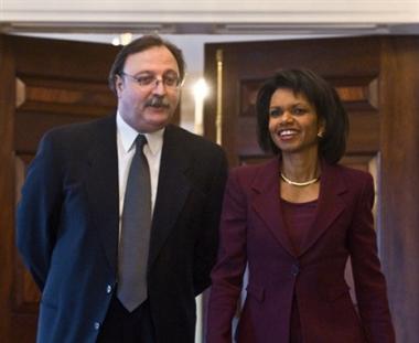 أمريكا وجورجيا توقعان ميثاقا عن الشراكة الإستراتيجية