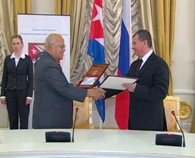 كوبا وروسيا توقعان 10 اتفاقيات للتعاون والرئيس الكوبي الى موسكو أواخر الشهر الحالي