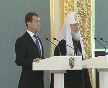 مدفيديف يشير الى اهمية جهود الكنيسة الأرثوذكسية الروسية لتعزيز صلات روسيا مع البلدان الاخرى