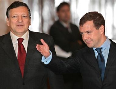 مدفيديف وباروزو يشيران إلى ضرورة ضمان أمن الطاقة الأوروبي