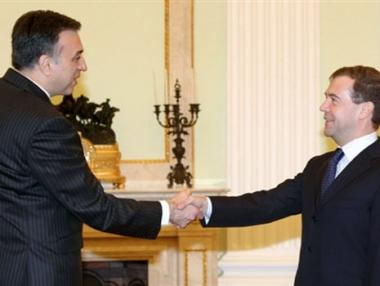 رئيس جمهورية الجبل الاسود يتسلم جائزة البطريرك الكسي الثاني