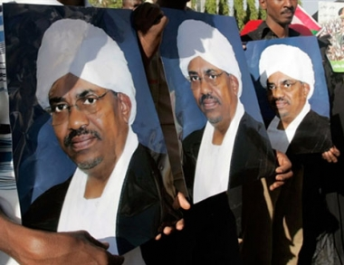 البشير يرفض عقد مؤتمر دولي خاص بتسوية قضية دارفور ويحضر قمة الدوحة