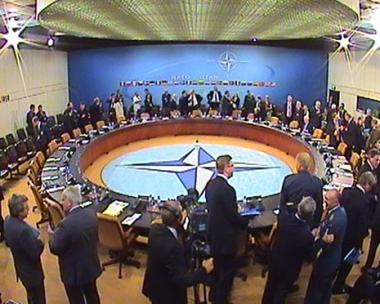وزير الدفاع الفرنسي: لا يمكن توسيع حلف الناتو بدون التشاور مع روسيا