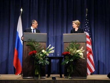 هيلاري كلينتون تشيد بالتقدم في العلاقات الأمريكية الروسية