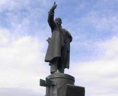 محاولة لنسف تمثال لينين في بطرسبورغ