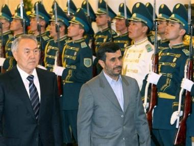 رئيسا كازاخستان وايران يبحثان قضايا الوقود النووي والعملة النقدية العالمية واوباما