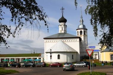 كنيسة القيامة وساحة في وسط سوزدال