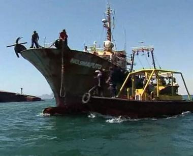 إختطاف قاطرة أمريكية على متنها 16 شخصا في خليج عدن
