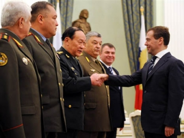 مدفيديف: التعاون العسكري بين روسيا والصين غير موجه ضد دول اخرى